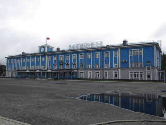 Das Hafengebäude von Murmansk ist besser unterhalten als wir es von 2008 in Erinnerung haben