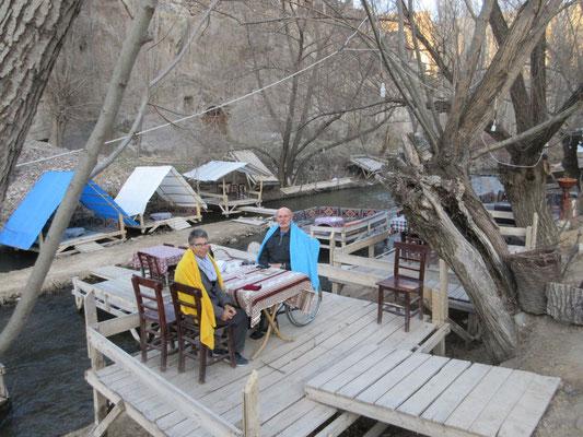 Belisirma in der Ihlara Schlucht, nach dem Essen im Restaurant von Birol, am Abend kühlt es ab