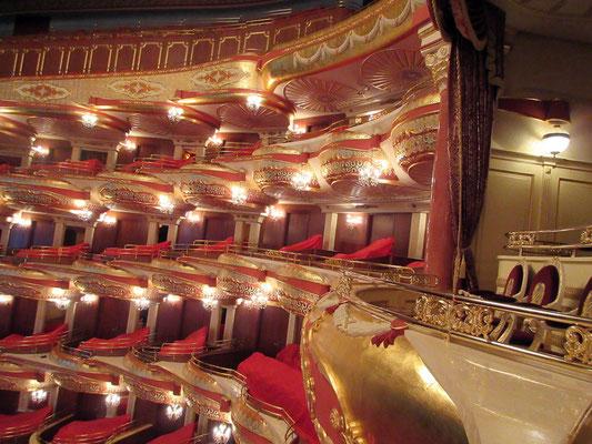Die Logen der Oper, rechts die des Präsidenten
