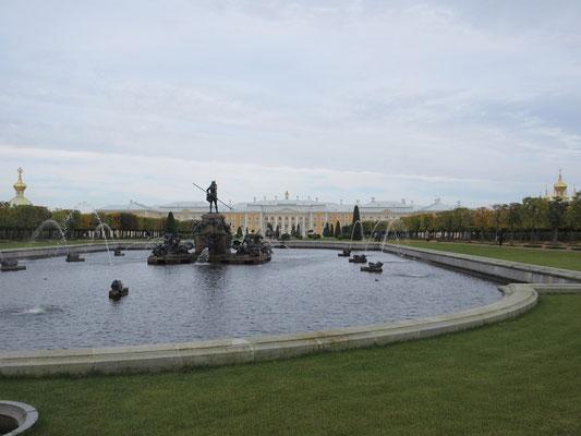 Neptunbrunnen im Peterhof, 30km westlich des Zentrums von St.Petersburg