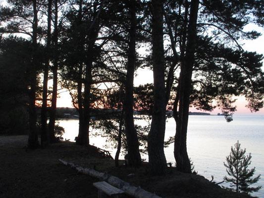 Der Sonnenuntergang am Onegasee dauert Ende Juli von 22 bis 23 Uhr