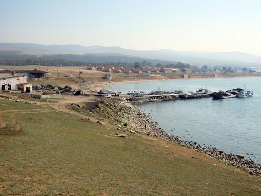 Die desolate Hafenanlage von Khuzhir wird im Sommer von Ausflugsbooten rege benutzt