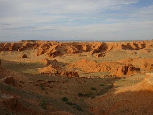 Die roten Sandsteinfelsen von Bajanzag