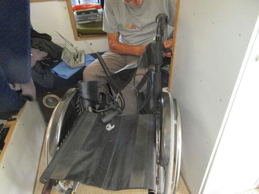 Der Rollstuhl braucht einen Service