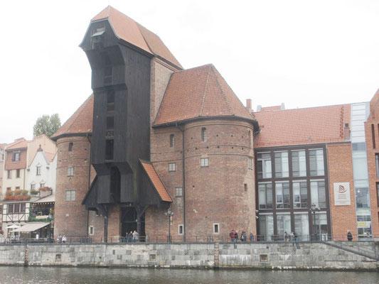 Der mittelalterliche Kran-Turm, hier wurden Schiffe be-und entladen sowie Segelmasten aufgestellt