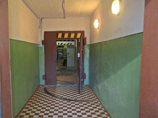 Cold War Museum, Schleusen zum Eingang in die Bunkeranlage