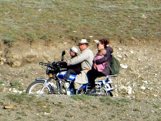 Ökonomische gefahren wird in der Mongolei, da ist selten einer alleine unterwegs