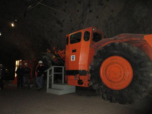 Führung im Bergwerk durch einen stillgelegten Schacht mit Museum