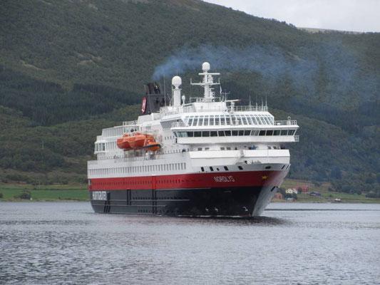 Wir machen eine Kurztour mit der Hurtigrute ab Stokmarknes