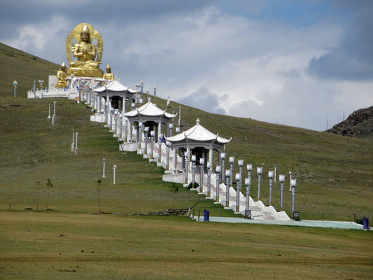 Der Buda blickt über die Klosteranlage