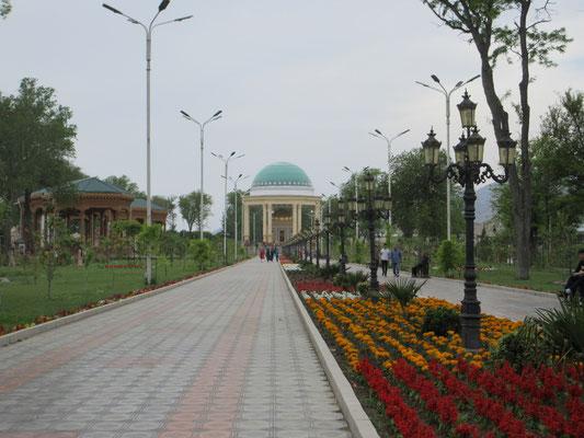 In Khujand, Tajikistan, der Park zu Ehren des Poeten Kamol Khujandi
