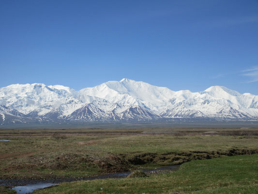 Erster Morgen in Kirgistan im Alaj Tal mit Blick auf den 7134m hohen Pik Lenin