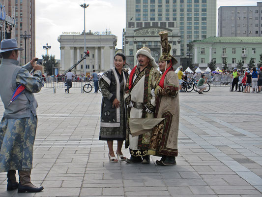Mongolen in traditioneller Aufmachung