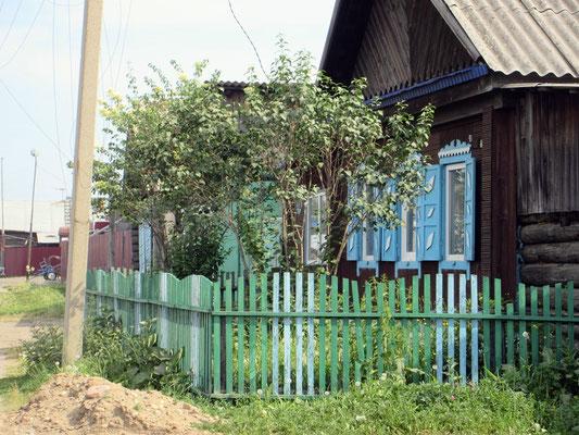 Strassenbild wie im Bilderbuch, die Farbe macht so manches Haus freundlich