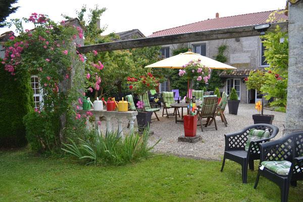 Terrasse - Parc - Chambres d'hotes Le moulin à grains en Meuse