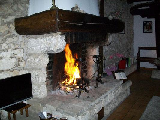 Cheminée du Salon à la maison d'hôtes lorraine le Moulin à Grains à Ménil la Horgne