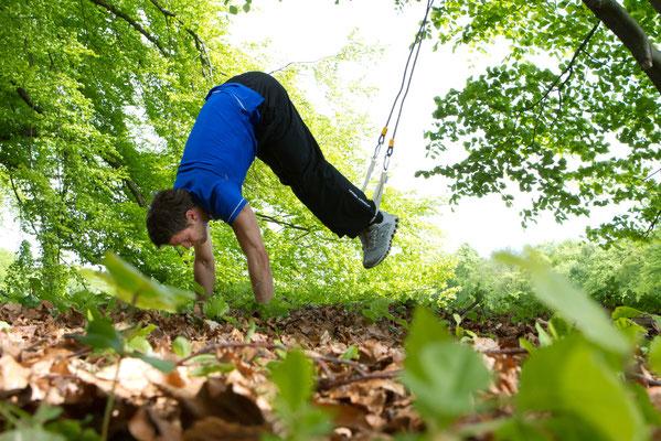 Ganzkörperübung mit Fokus Bauch mit dem Sling Trainer