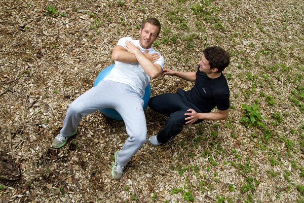 Bauchmuskelübung auf dem Gymnastikball