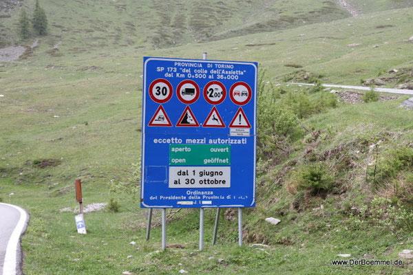 Motorradanhänger in die Alpen