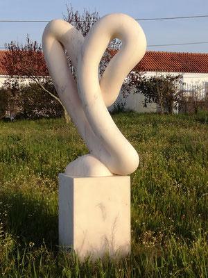 Y, 2003, Mármore Estremoz Creme, 220 x 108 x 70 cm