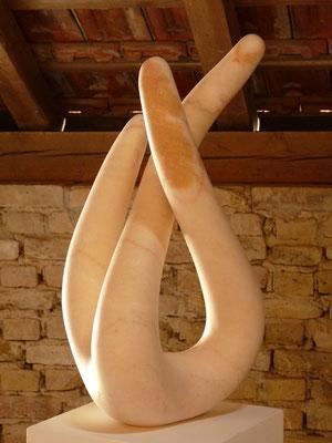 3 Elementos, 2010, Mármore Estremoz Creme, 140 x 33 x 30 cm