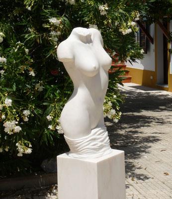 Torso, 2014, Marmor Estremoz Creme, 156 x 44 x 32 cm