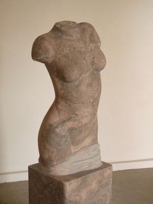 Torso I, 2012, Marmor Brecha, 153 x 43 x 30 cm