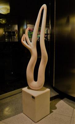 Flamingo, 2005, Marble Estremoz Creme, 195 x 40 x 35 cm