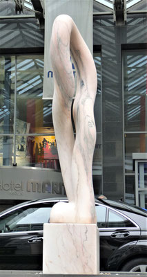 Anfang und Ende, 2002, Mármore Estremoz Rosa Venado, 190 x 70 x 40 cm