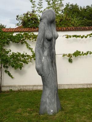 Dividida, 2000, Marmor Ruivina, 295 x 65 x 50 cm
