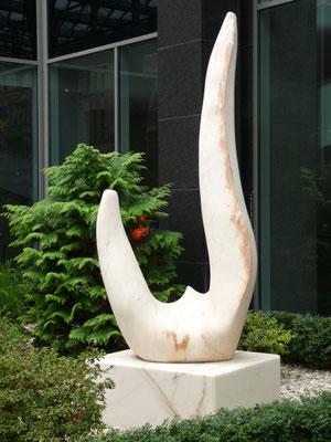 Simpósio, 1999, Mármore Estremoz Creme, 260 x 95 x 60 cm