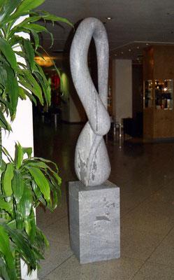 Nova, 2001, Mármore Ruivina, 203 x 58 x 35 cm