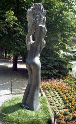 Natureza, 1994, Mármore Ruivina, 297 x 70 x 60 cm