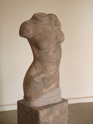 Torso I, 2012, Mármore Brecha, 153 x 43 x 30 cm