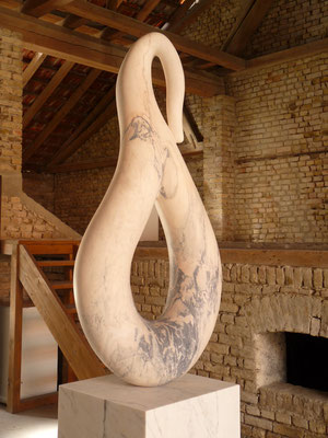 Ohne Titel, 2015, Marmor Estremoz Rosa Venado, 266 x  80 x 65 cm