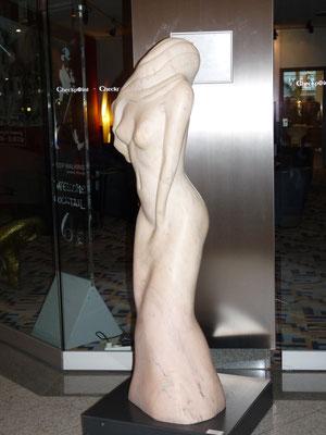 Actriz, 2000, Marmor Estremoz Creme, 163 x 50 x 40 cm