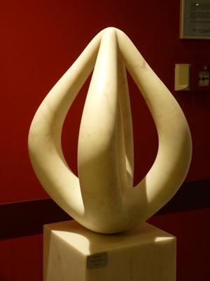 Ohne Titel, 2010, Marmor Estremoz Creme, 70 x 45 x 45 cm