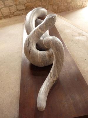 Reptil, 1999, Mármore Ruivina, 287 x 60 x 50 cm