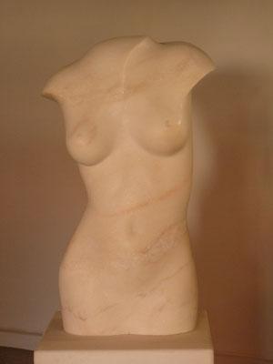 Torso, 2011, Marmor Estremoz Creme, 71 x 40 x 44 cm