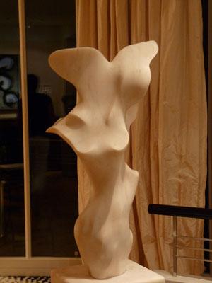 Transparências, 1996, Mármore Estremoz Creme, 159 x 50 x 34 cm