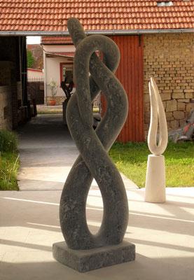Schlingen I, 2006, Marmor Ruivina, 222 x 60 x 50 cm