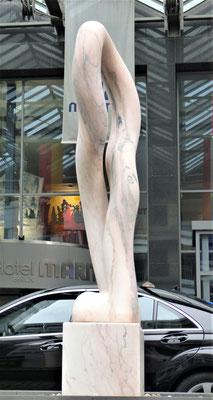 Anfang und Ende, 2002, Marmor Estremoz Rosa Venado, 190 x 70 x 40 cm