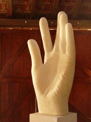 Mão, 2011, Betão celular, 155 x 65 x 45 cm