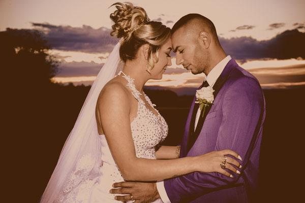 Fotografie de nunta seara la apus in drum spre restaurant
