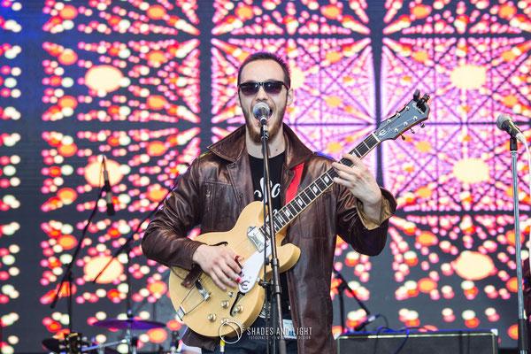 Dušan Duke Pavlov chitara, Dmitriy Ivanilov - tobe  Soul Steamers in concert la Open Air Blues Festival Brezoi, Valcea editia 2017