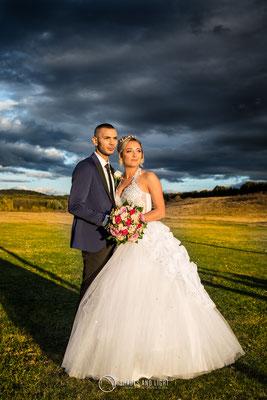 Fotografie de nunta  la apus in drum spre restaurant