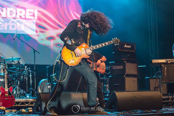 Andrei Cerbu - chitară  in concert la Open Air Blues Festival Brezoi, Valcea editia 2017