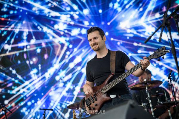 Adrian Ciuplea - chitară bas - in concert la Open Air Blues Festival Brezoi, Valcea editia 2017