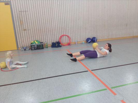 Koordination & Bauchmuskeln, trainiert im Duo