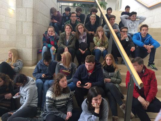 Wir warten auf den Start der Führung in Yad Vashem